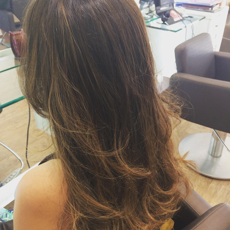 morena iluminada tom sobre tom  cabelo cabeleireiro(a)