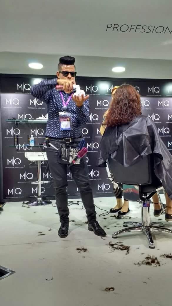 Este Trabalho foi na Hair Brasil de 2016. Usando a técnica de corte feminino com Máquina. cabelo cabeleireiro(a) barbeiro(a) stylist / visagista