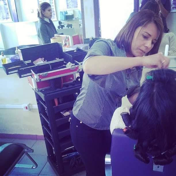 Cabelo e maquiagem cabelo empresário(a) / dono de negócio