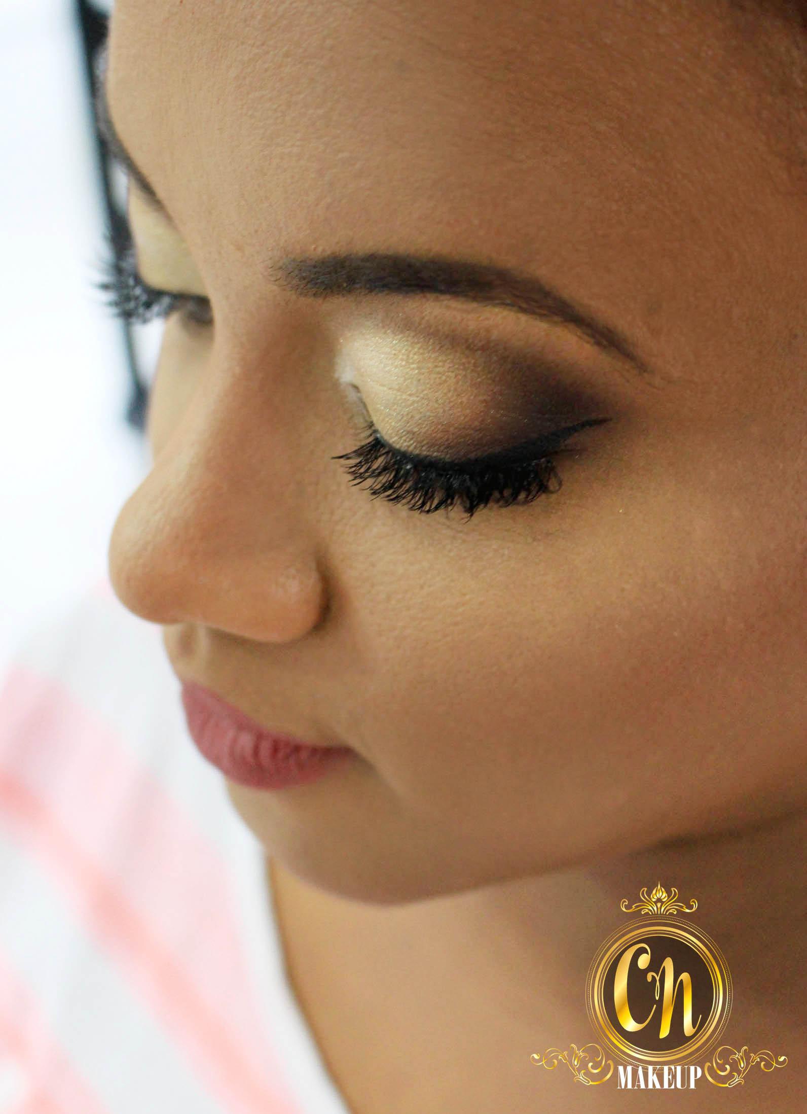 Maquiagem dourada para noiva ♥ #maquiagemnoiva #pelenegra #maquiagemdourada #goldmakeup maquiagem maquiador(a)