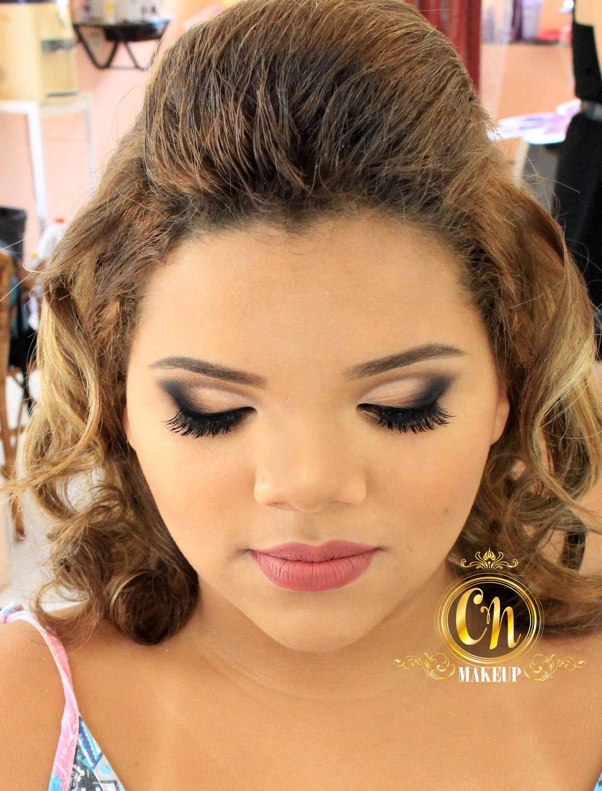 Maquiagem arrasadora para formatura! Neutra e poderosa! #formatura #maquiagem #maquiagemousada #olhotudo #maquiagemneutra maquiagem maquiador(a)