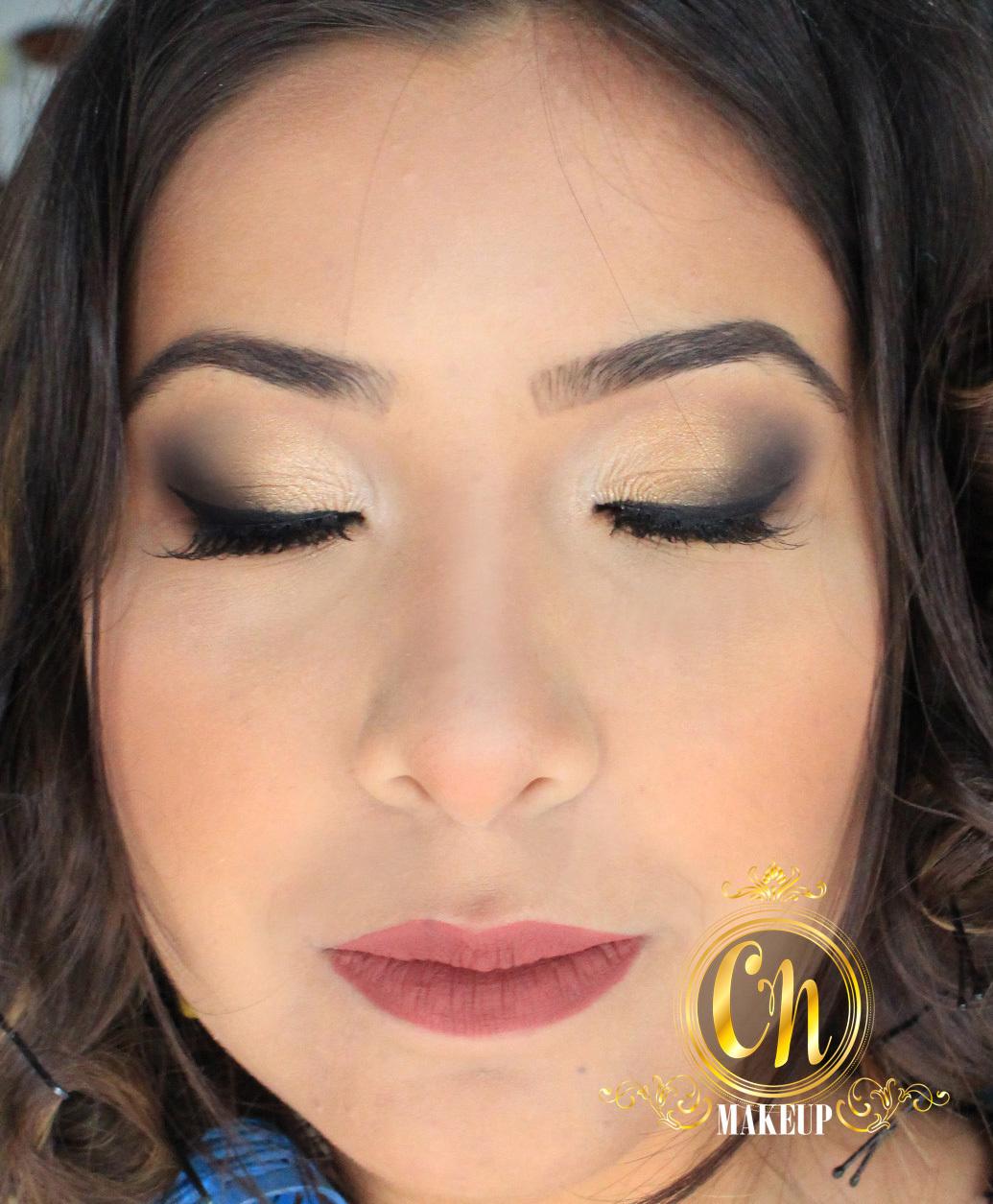 Maquiagem dourada com toque leve para formatura dessa linda!  #maquiagem #maquiagempro #makeupartist #mua #maquiadoraubatuba #maquiagemformatura #formanda #makeup #makeuppro #maquiagemneutra #batomnude #nudelipstick #maquiadora maquiagem maquiador(a)