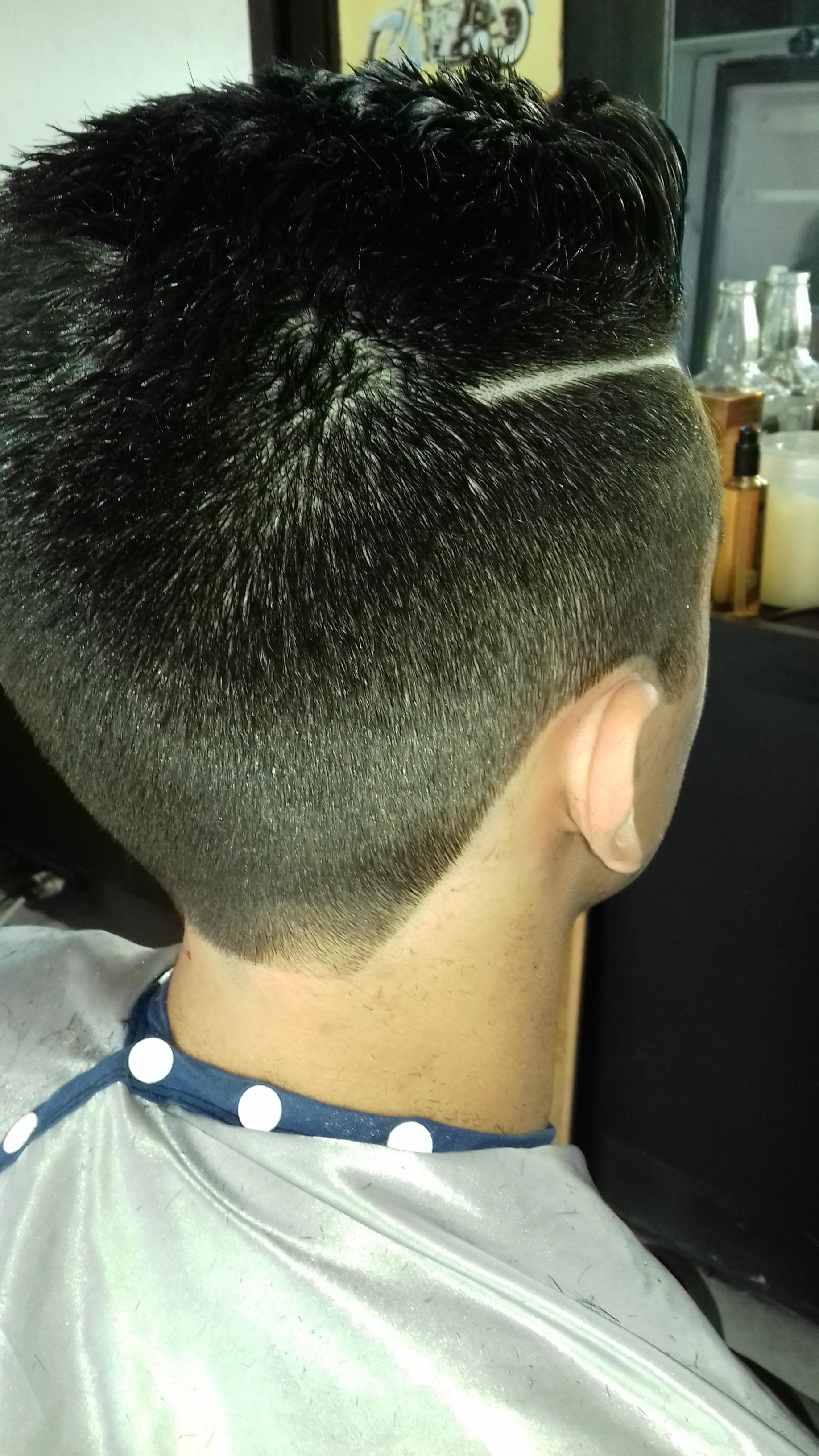 Corte masculino cabelo cabeleireiro(a) barbeiro(a) stylist / visagista