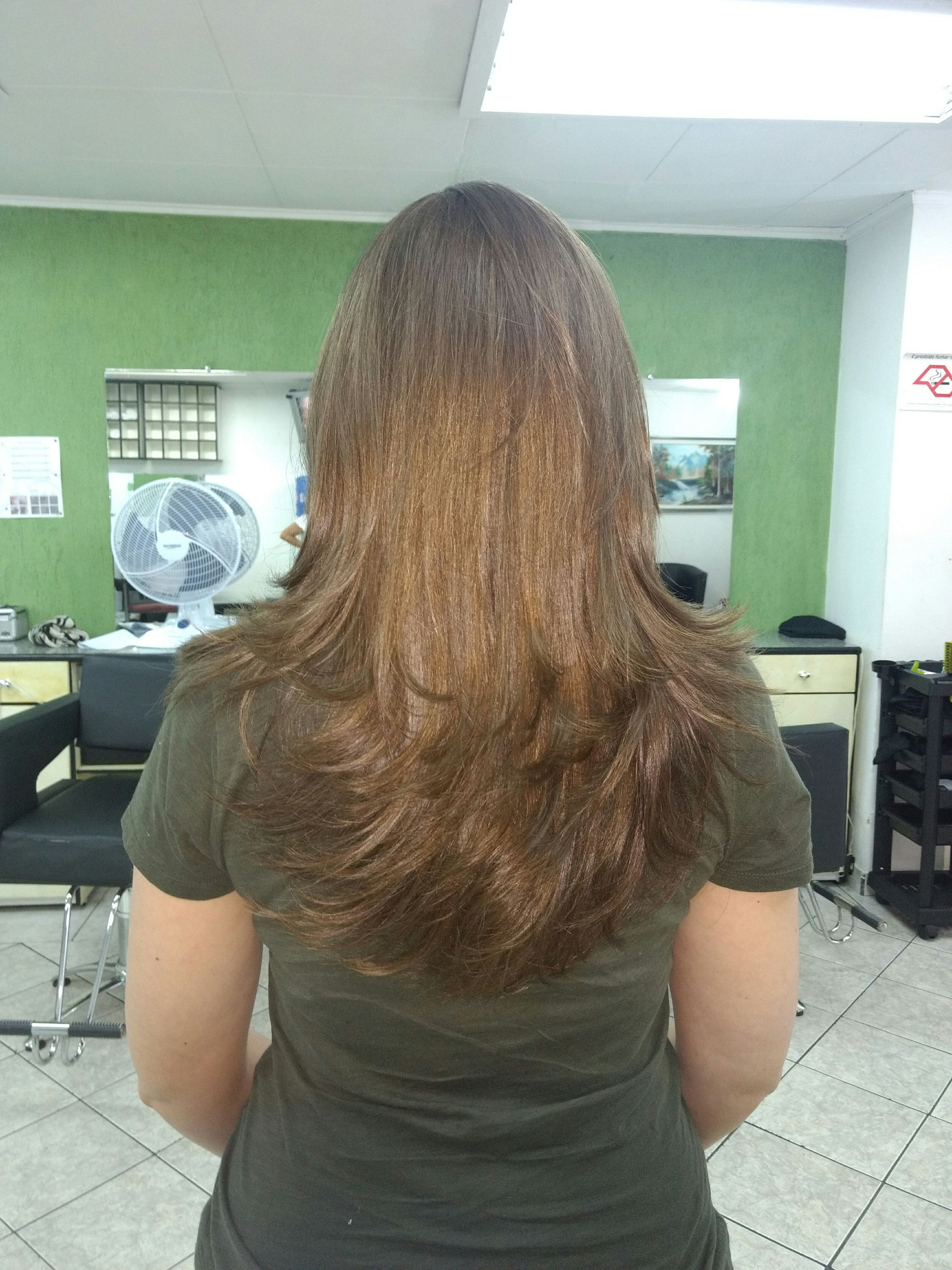Corte em camadas cabelo cabeleireiro(a) dermopigmentador(a) designer de sobrancelhas maquiador(a) cabeleireiro(a)