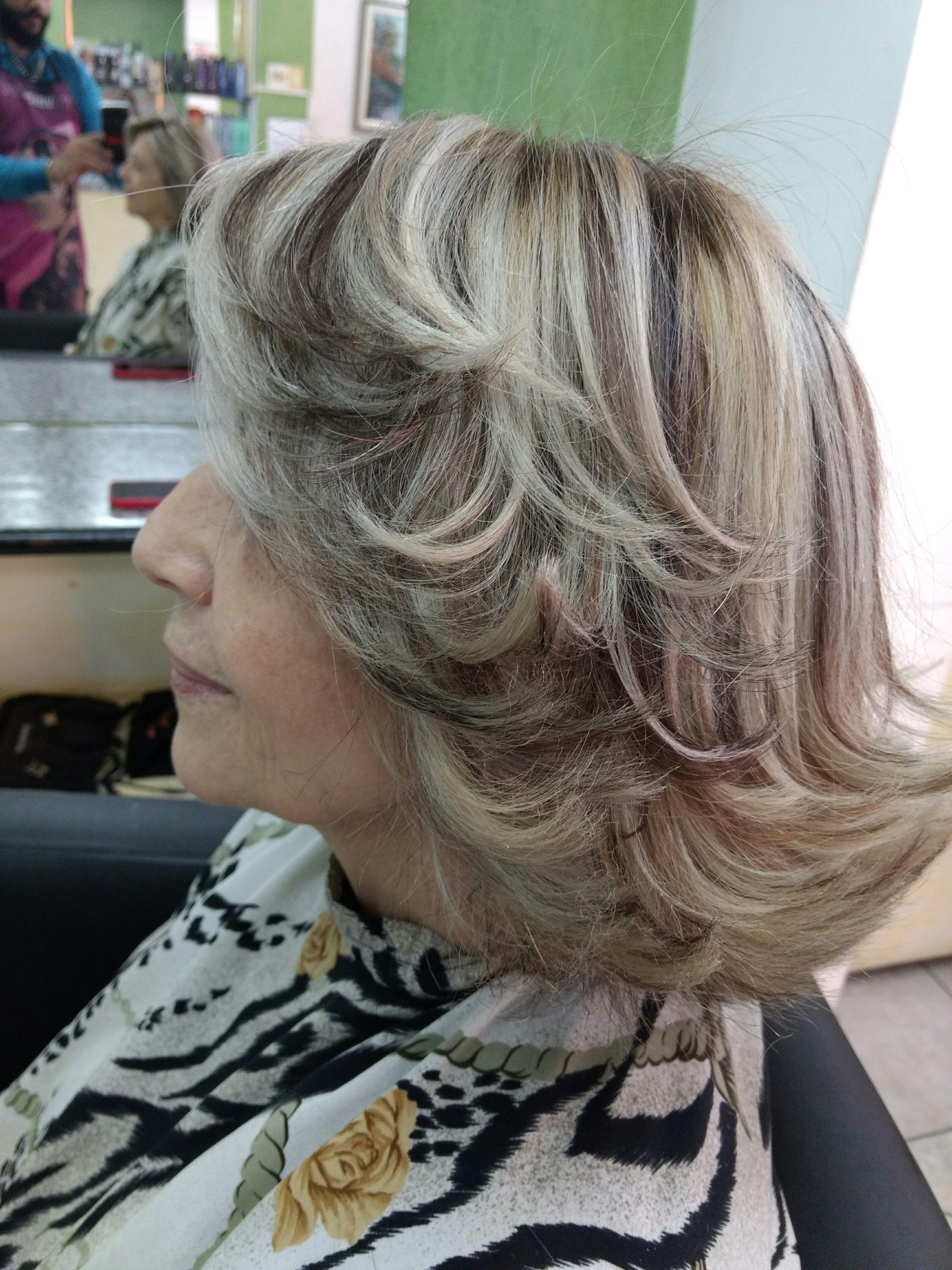 Mechas em 2 tons e corte em camadas cabelo cabeleireiro(a) dermopigmentador(a) designer de sobrancelhas maquiador(a) cabeleireiro(a)