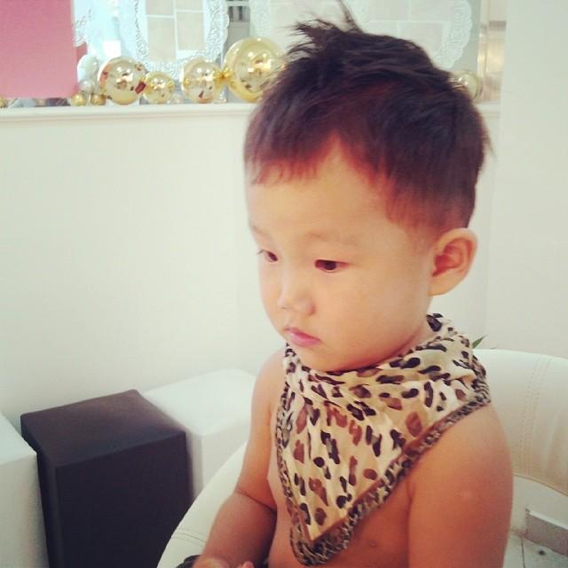 two blog cut for kid^^  #haircut #cut #hair #kid #make #belezaasiatica #belezanatural  #bride #hair #penteados #tendência #koreanstyle #kbeauty #kcosmetic #kcosmetics #makeoriental #coreana #beleza #kpop #novidade #tendência #rotinacoreana #cuidadooriental #culturacoreana #empoderamento #feminina #thebest  #newlook cabelo cabeleireiro(a) maquiador(a)