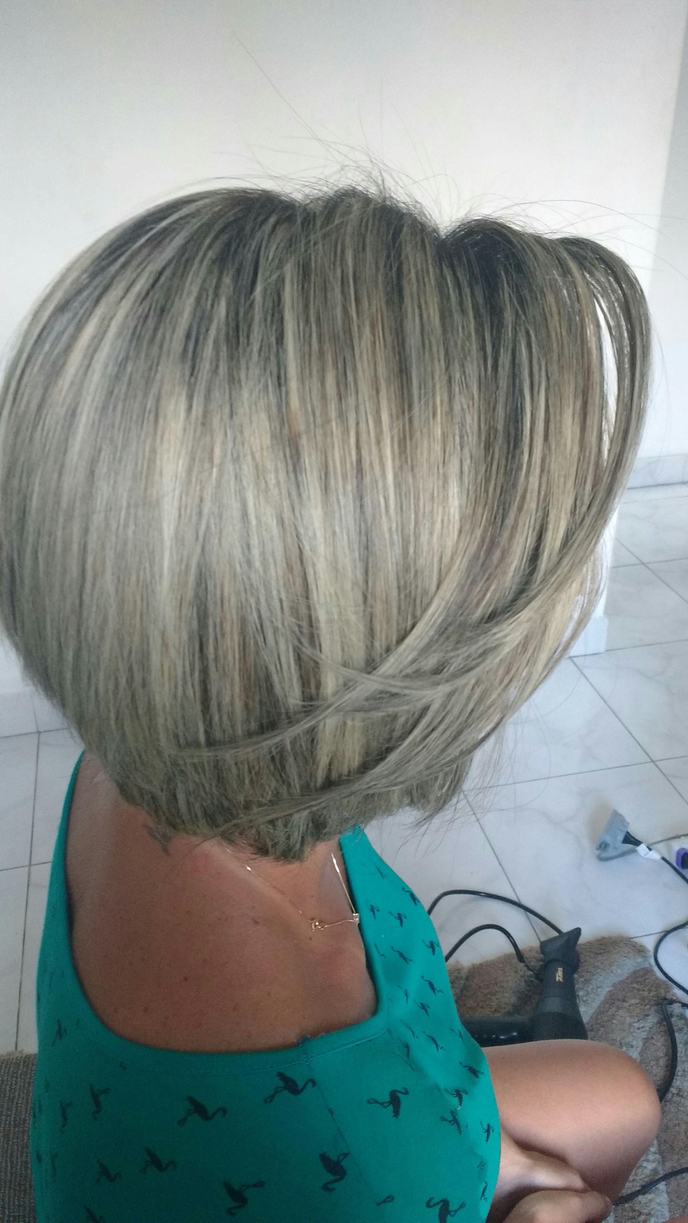 Mechas and Redutora de Volume. cabeleireiro(a) cabeleireiro(a)