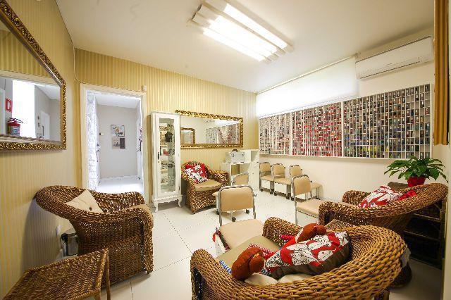 Esmalteria, completa, com mais de 300 opções de esmaltes em um espaço muito aconchegante.  unha empresário(a)