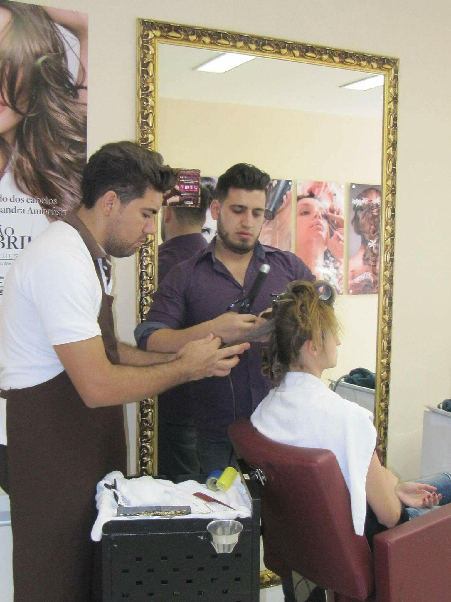Corte cabelo auxiliar cabeleireiro(a) barbeiro(a)