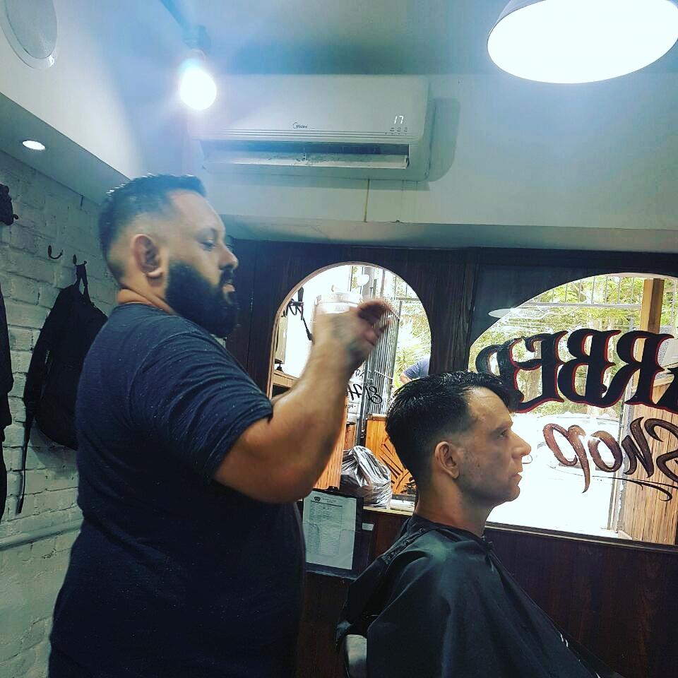 Atendendo nosso amigo e cliente Cavalo da banda Velhs Virgens ...... barbeiro(a)