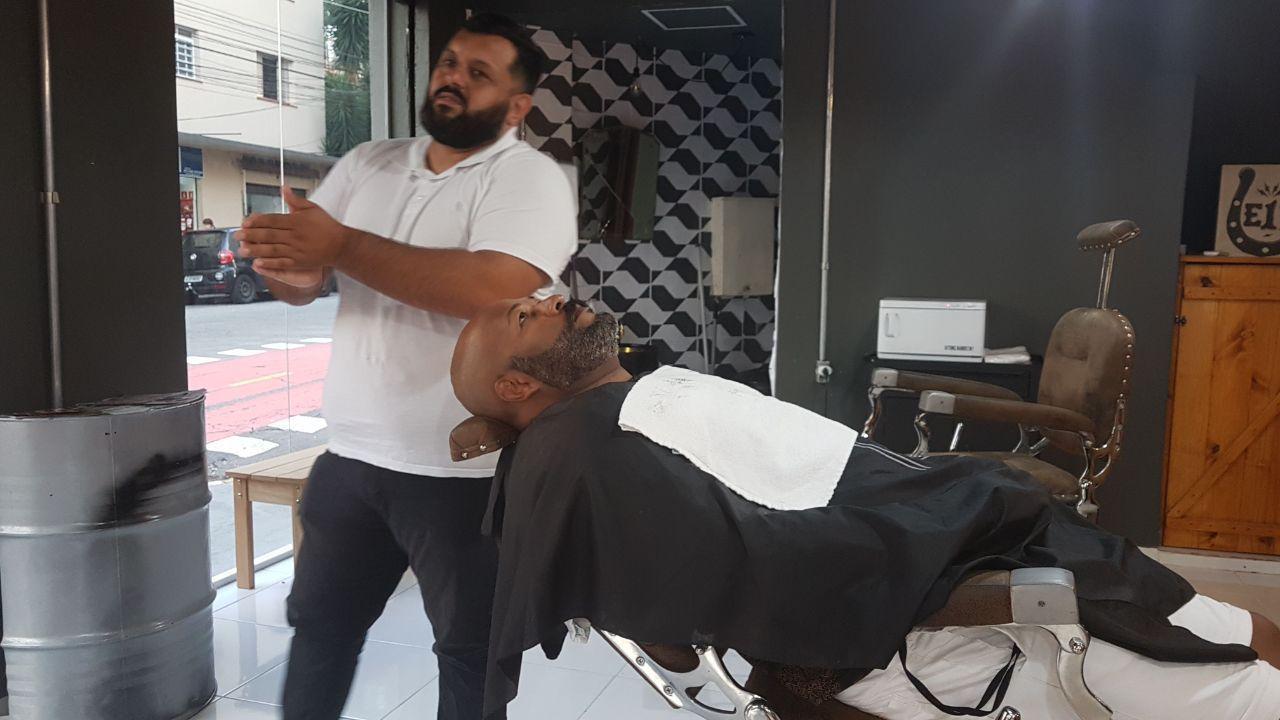 Will barbeiro da Barbearia Cavalera nos prestigiando em nossa casa.....valeu... barbeiro(a)