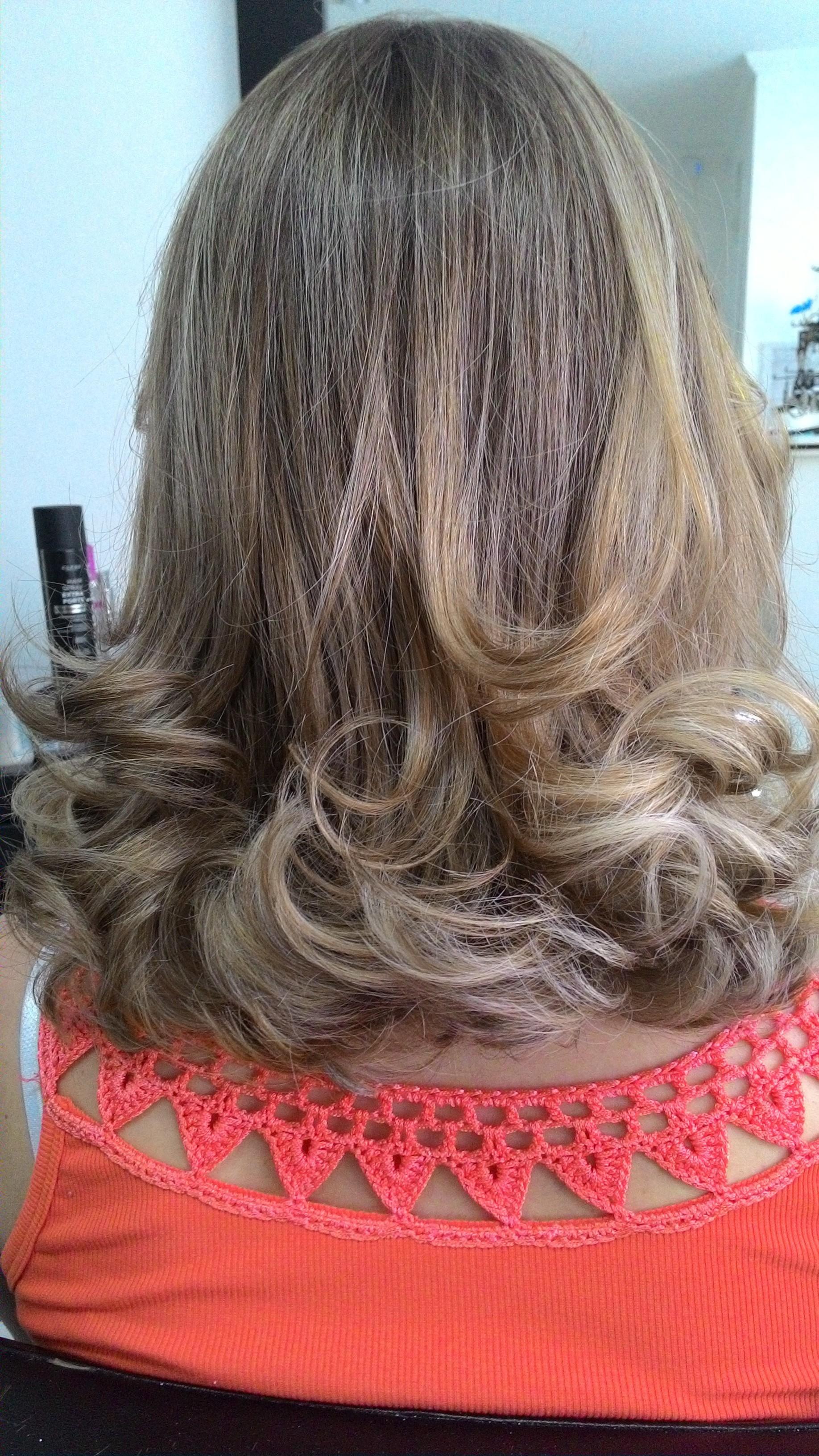 Iluminação discreta cabeleireiro(a) auxiliar cabeleireiro(a) escovista