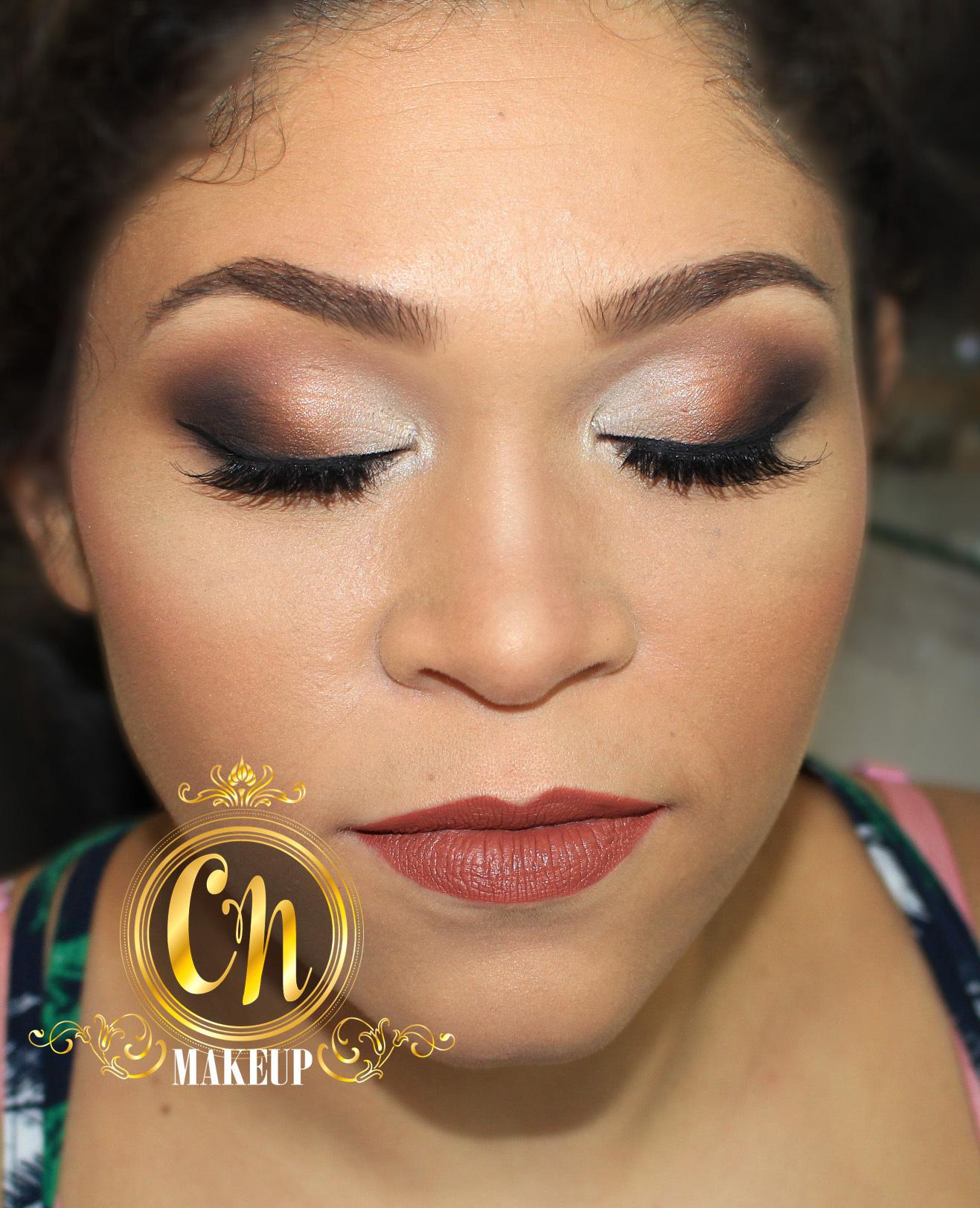 Maquiagem neutra e marcante para formatura! . #maquiagem #maquiagempro #makeupartist #mua #maquiadoraubatuba #maquiagemformatura #formanda #makeup #makeuppro #maquiagemneutra #batomnude #nudelipstick #maquiadora maquiagem maquiador(a)