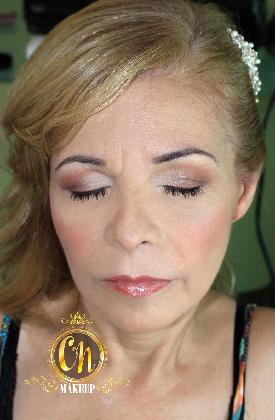 Maquiagem super suave para mãe da noiva, casamento na praia, ela pediu o mais natural possível :3 . #maquiagem #maquiagempro #maquiagemubatuba #maquiagemcasamento #pelemadura #maquiagempelemadura #antesedepois #producao #maedanoiva #maquiadoraubatuba #portfolio #mua #makeuptransformation #beforeafter maquiagem maquiador(a)
