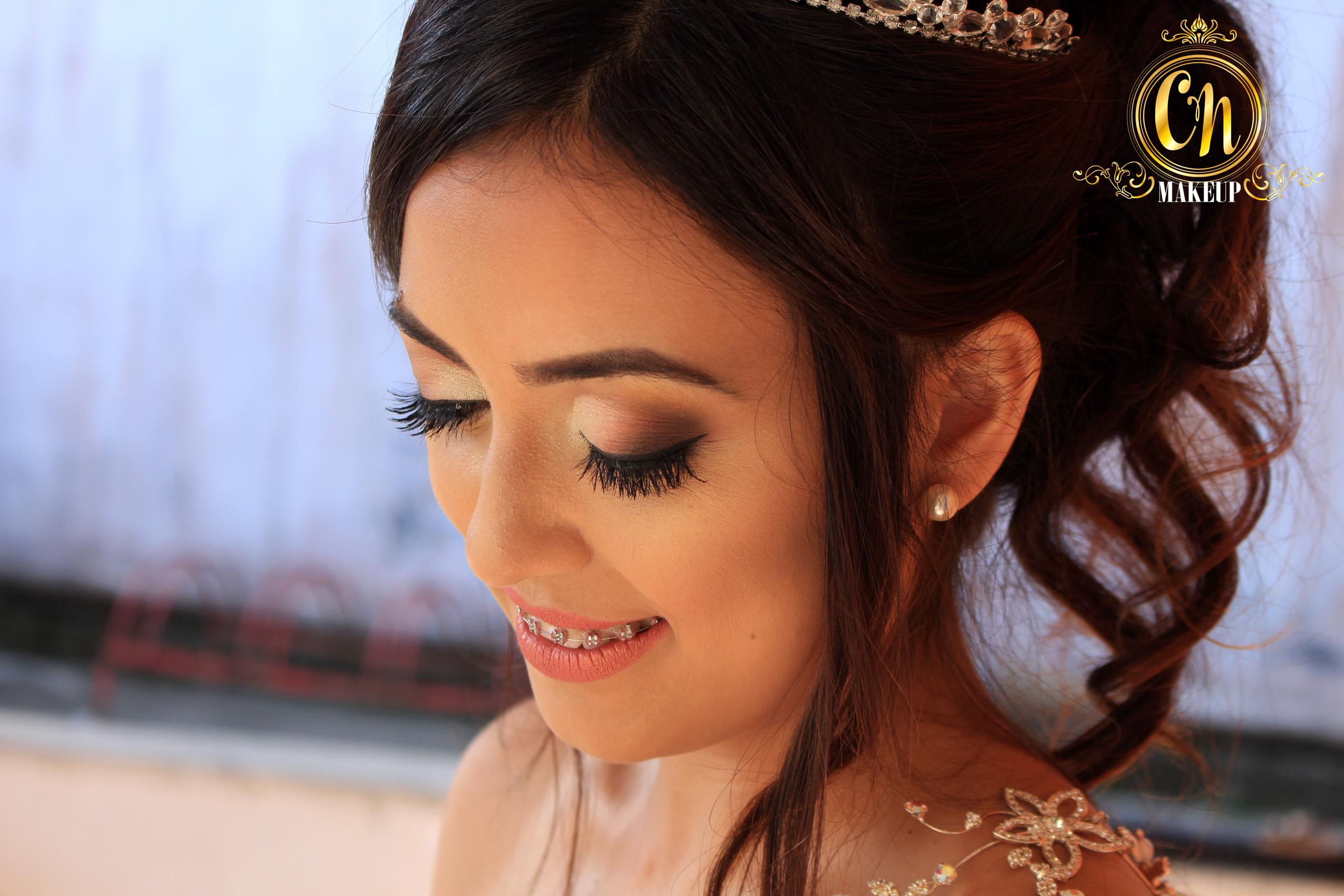 Noiva lindinha ♥ . #maquiagemlitoral #maquiadoraubatuba #mua #maquiagemubatuba #maquiagemcaraguatatuba #ubatuba #caraguatatuba #makeupartist #noiva #maquiagemnoiva #bridalmakeup #bridemakeup #neutralmakeup #maquiagemneutra #bride #sephora #marykay #maybelline #catharinehill #tracta #dailus maquiagem maquiador(a)