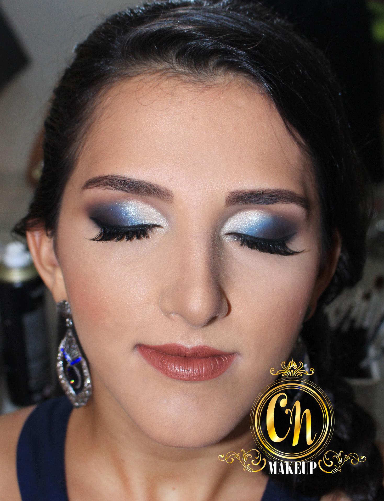 Maquiagem marcante para formatura! . #maquiagem #maquiagempro #maquiagemubatuba #maquiagens #producao #maquiadoraubatuba #portfolio #mua #makeuptransformation #beforeafter #maquiagemformatura #formanda #makeupartist maquiagem maquiador(a)