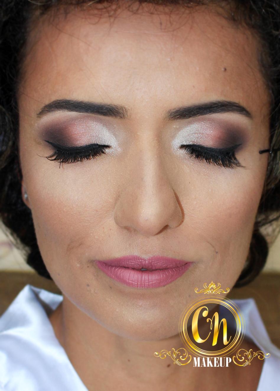 Noiva lindaaa! . #noiva #maquiagemnoiva #maquiadoraubatuba #makeupartist #mua #maquiadora #maquiagemprofissional #ubatuba #casamentoubatuba #casarnapraia #casamentopraia #penaareia #neutra #leve #suave maquiagem maquiador(a)
