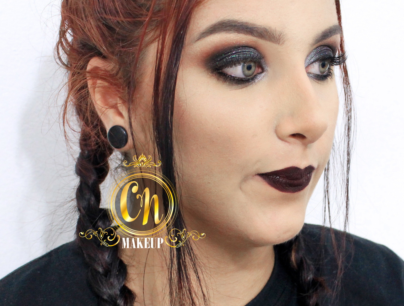 Maquiagem ousada para sair a noite . . #maquiagem #maquiagempro #makeupartist #mua #maquiadoraubatuba #makeup #makeuppro #maquiagemneutra #batomescuro #darklipstick #maquiadora maquiagem maquiador(a)