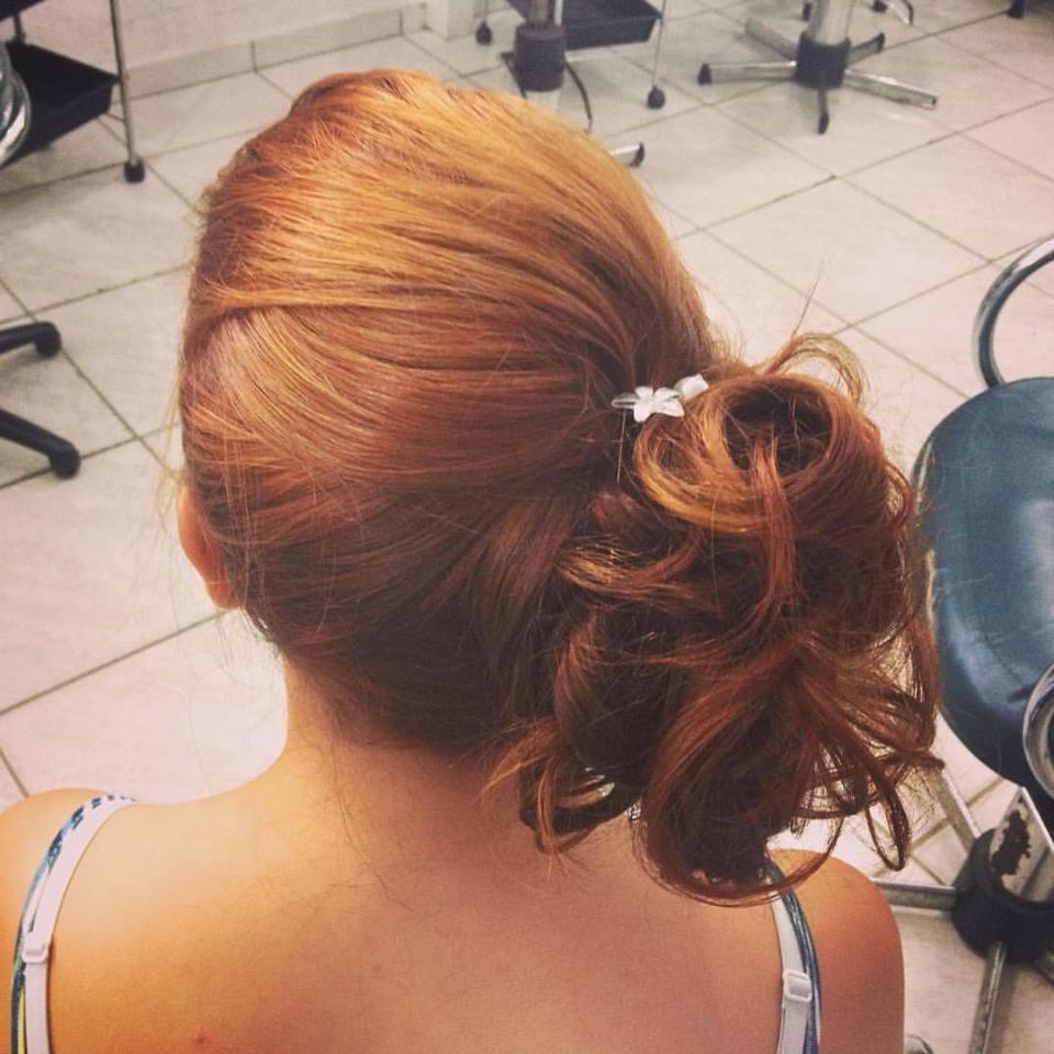 coque lateral cabelo cabeleireiro(a) maquiador(a)