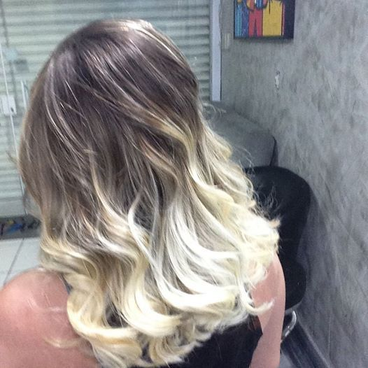 Blond  cabelo auxiliar administrativo