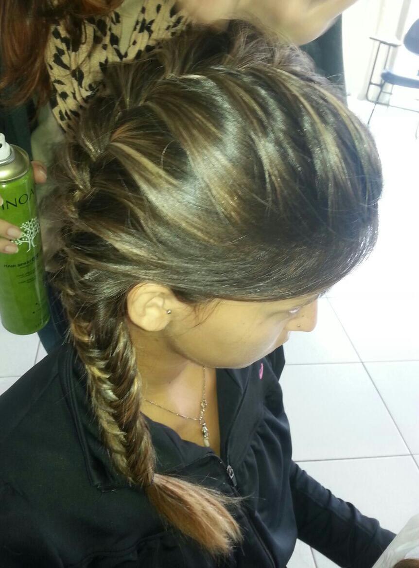 Trança Embutida Espinha de Peixe cabelo cabeleireiro(a) auxiliar cabeleireiro(a) maquiador(a)