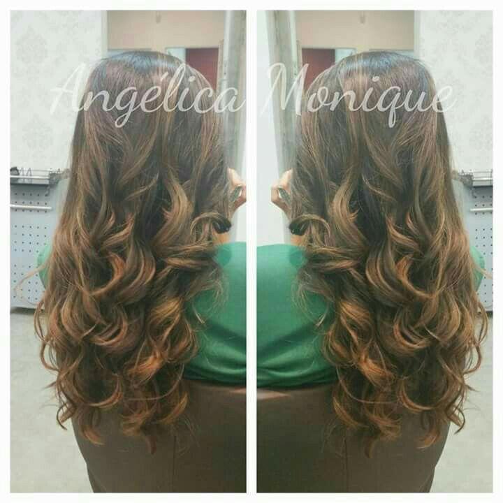 Escova anelada cabelo cabeleireiro(a) auxiliar cabeleireiro(a)