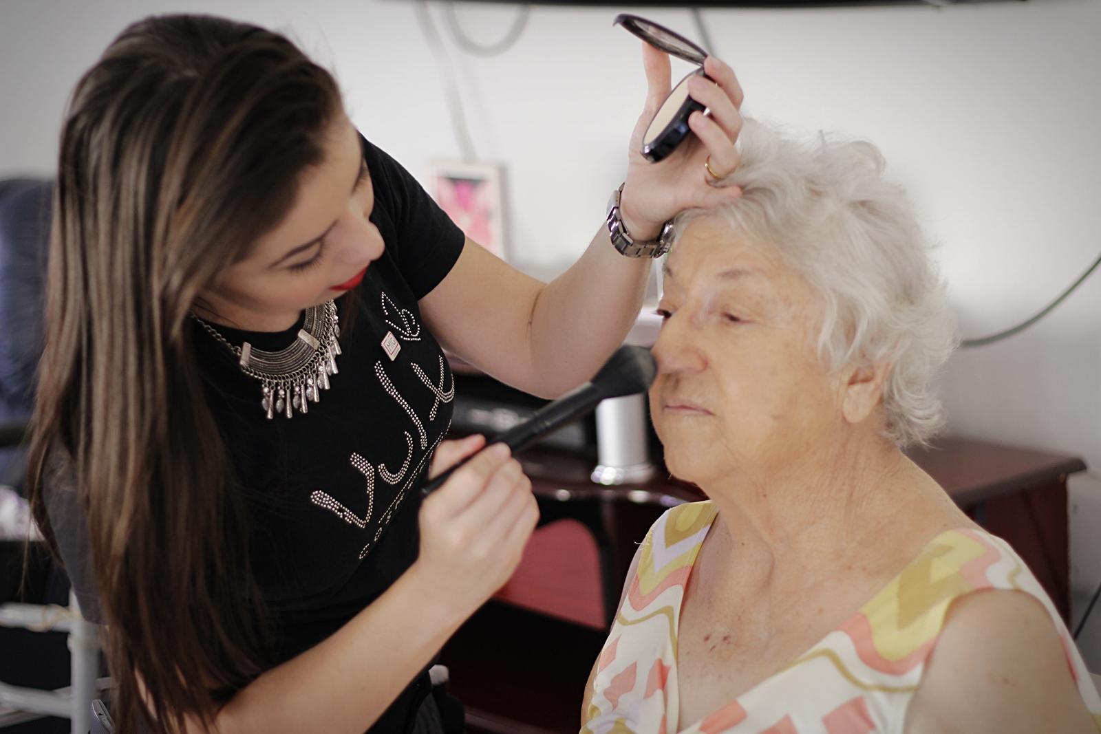 Ação Social na Vila dos Velhinhos em Sorocaba maquiagem maquiador(a) consultor(a) designer de sobrancelhas