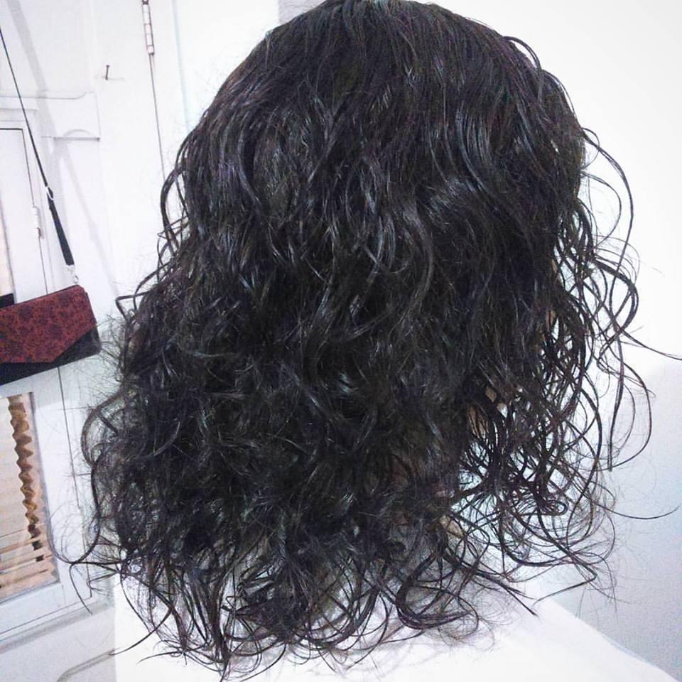 Corte e coloração, castanho claro. cabelo auxiliar cabeleireiro(a) maquiador(a)