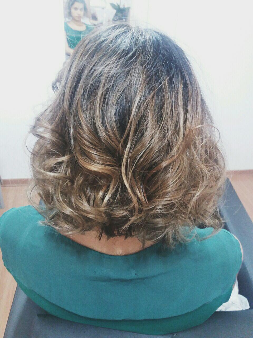 Morena iluminada. Bronde hair cabeleireiro(a) esteticista maquiador(a) assistente esteticista assistente maquiador(a)