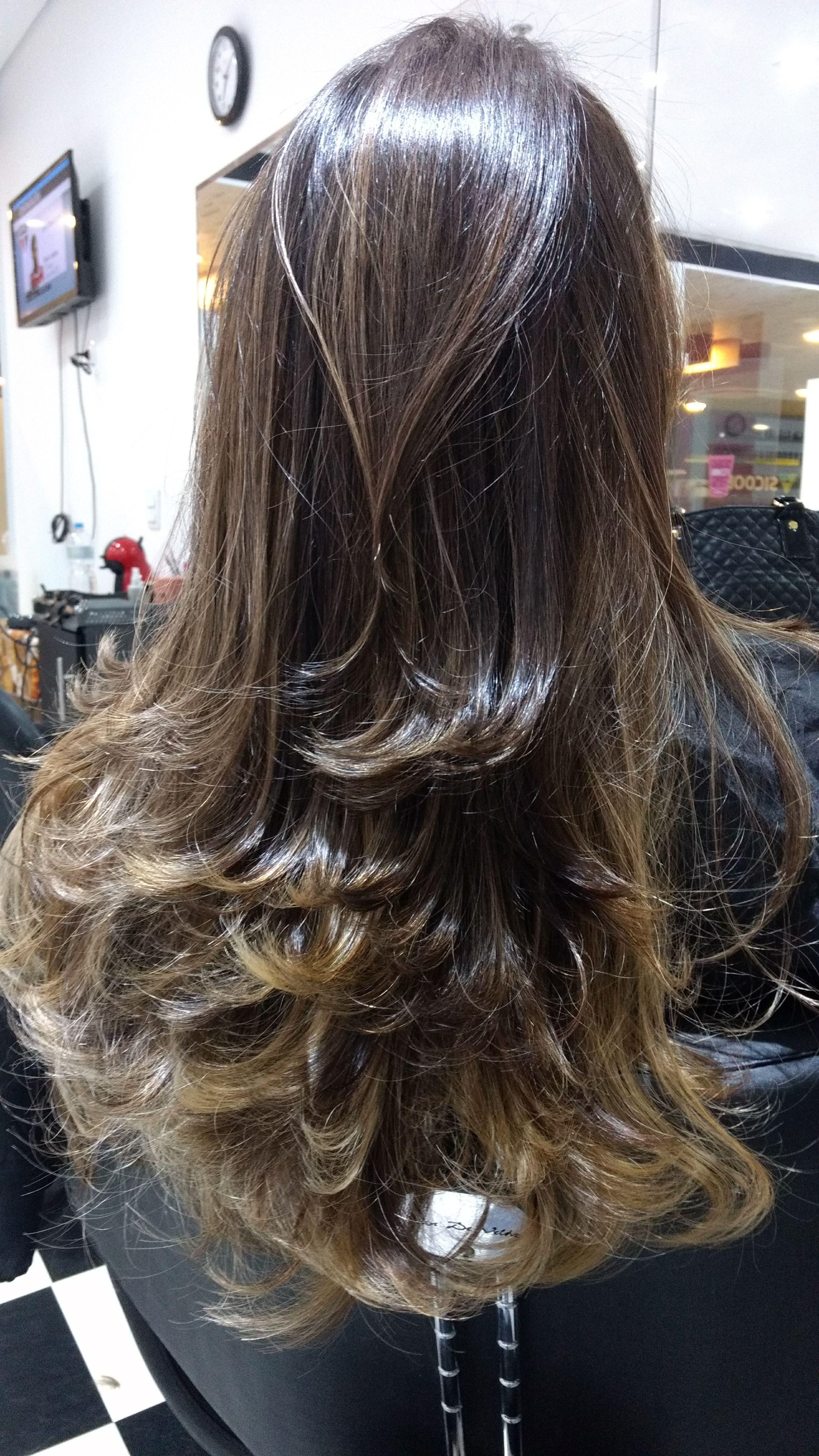 Corte em camadas... cabelo cabeleireiro(a) designer de sobrancelhas recepcionista