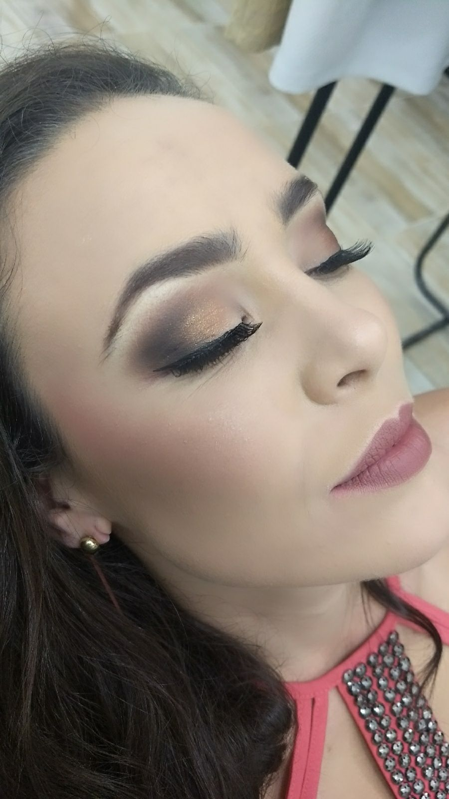 Maquiagem suave para o dia. maquiagem maquiador(a) designer de sobrancelhas