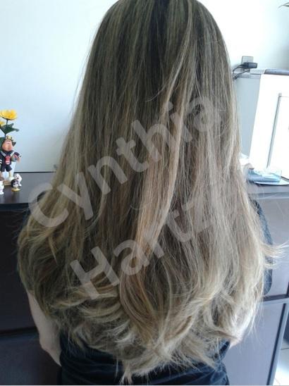 Luzes e escova. cabelo cabeleireiro(a)