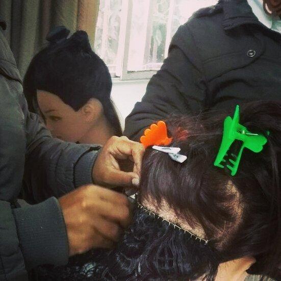 Curso de Mega Hair  Método entrelace cabelo auxiliar cabeleireiro(a) designer de sobrancelhas cabeleireiro(a)