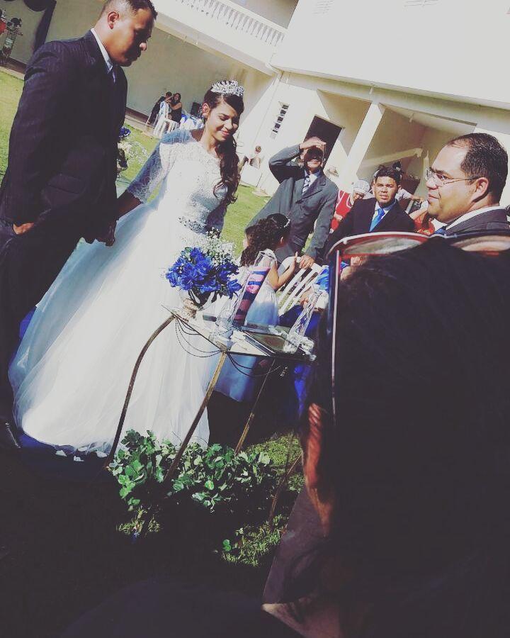 noiva de sabado   atendemos noiva e madrinhas a domicilio  #noiva #penteadodenoiva cabelo cabeleireiro(a) designer de sobrancelhas