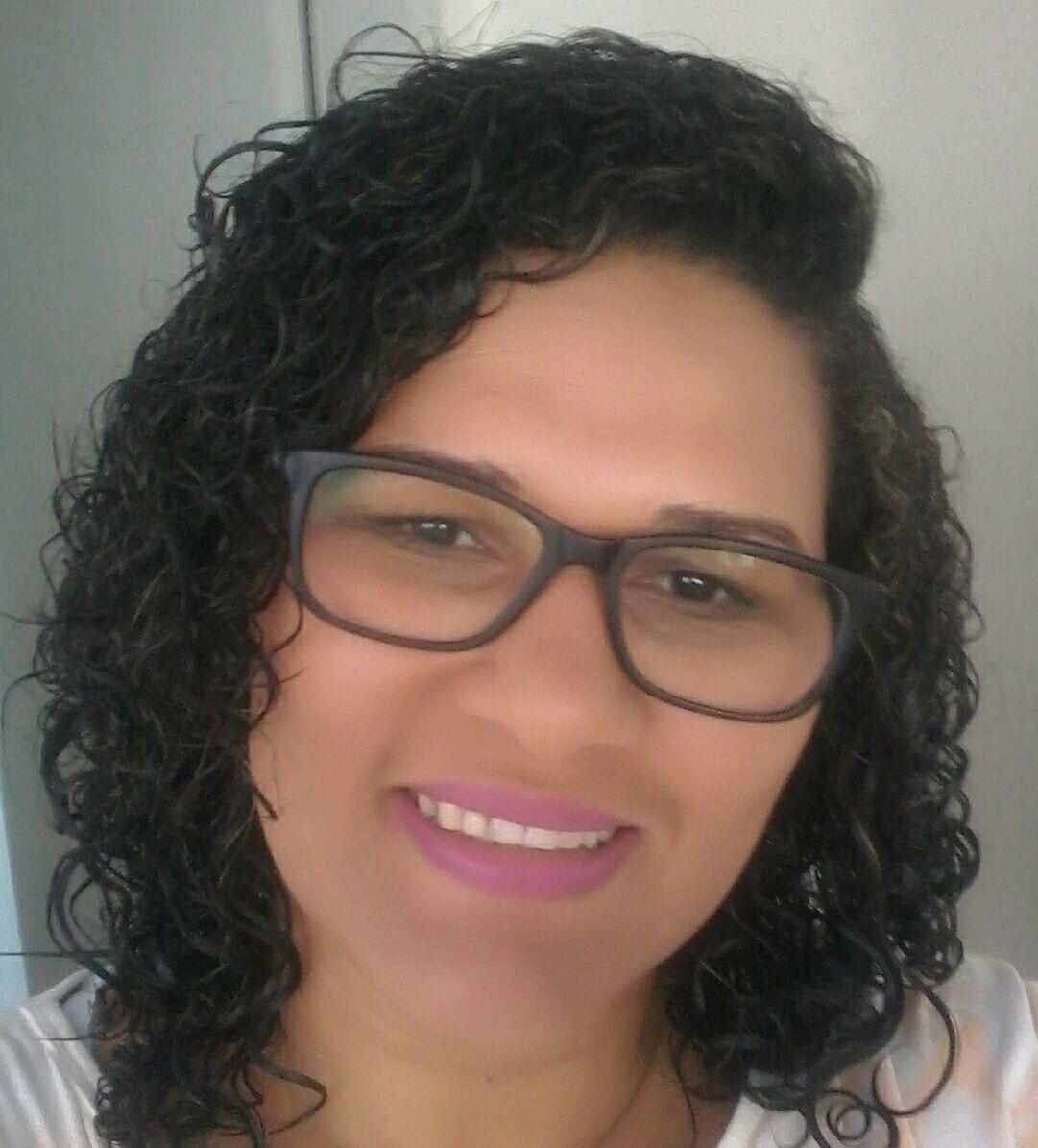 auxiliar cabeleireiro(a) designer de sobrancelhas recepcionista escovista auxiliar administrativo