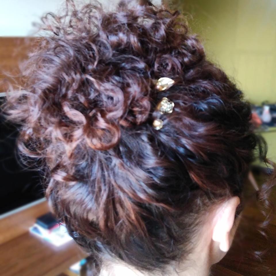 cabelo maquiador(a) designer de sobrancelhas micropigmentador(a) cabeleireiro(a)