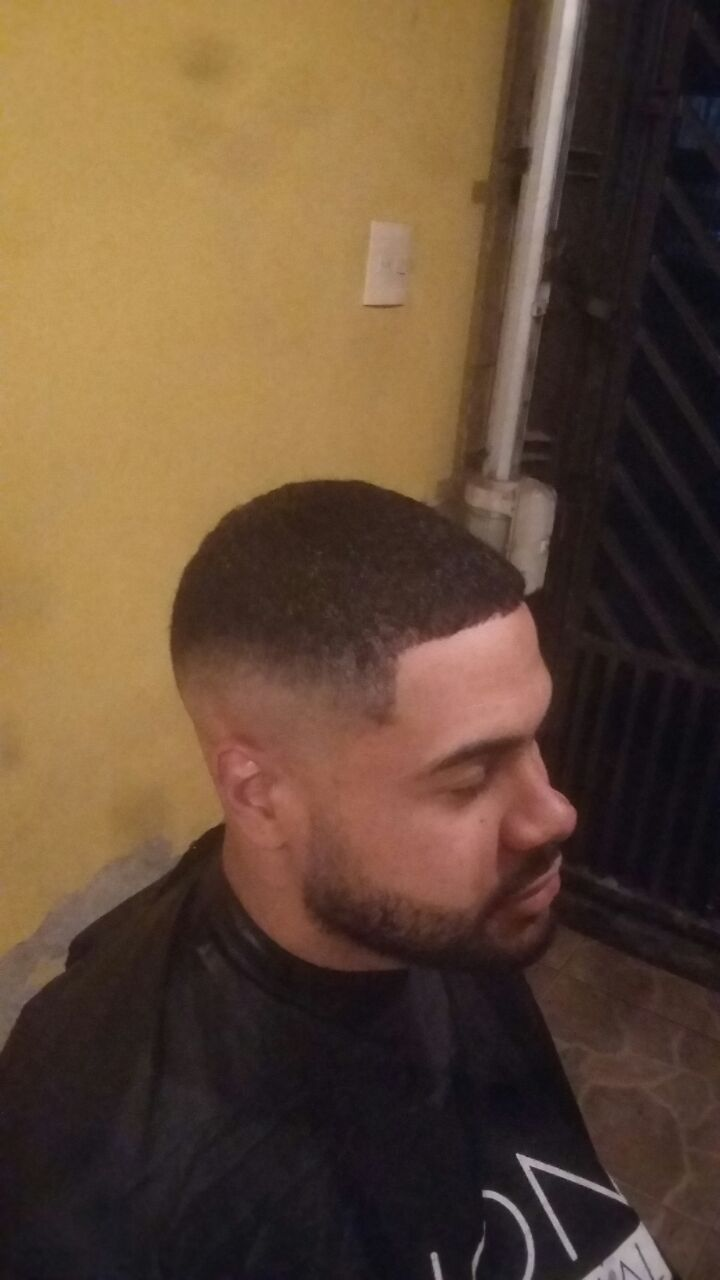 Acabemento com  pigmentação  cabelo barbeiro(a)