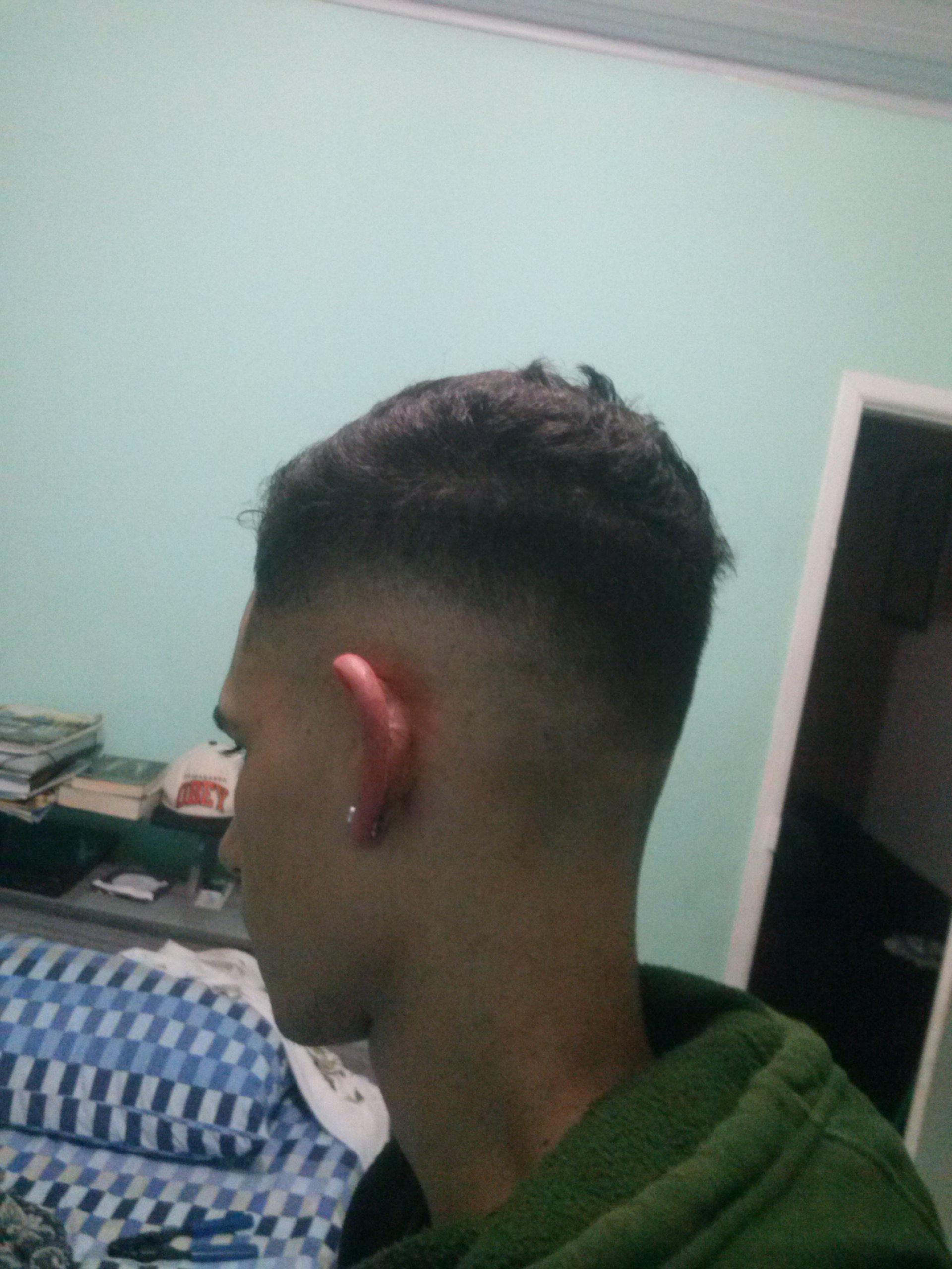 Fade acabamento com tesoura  parte superior  cabelo barbeiro(a)