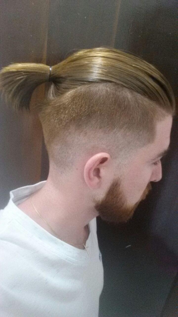 Barba e cabelo   cabelo barbeiro(a)