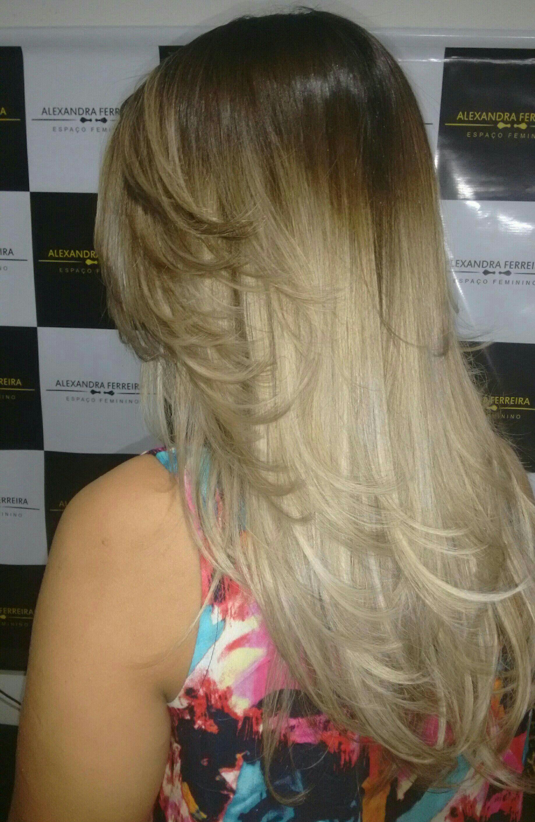 Cabelos com técnica de ombre Hair  irissado com Raíz esfumada cabelo manicure e pedicure maquiador(a) consultor(a)