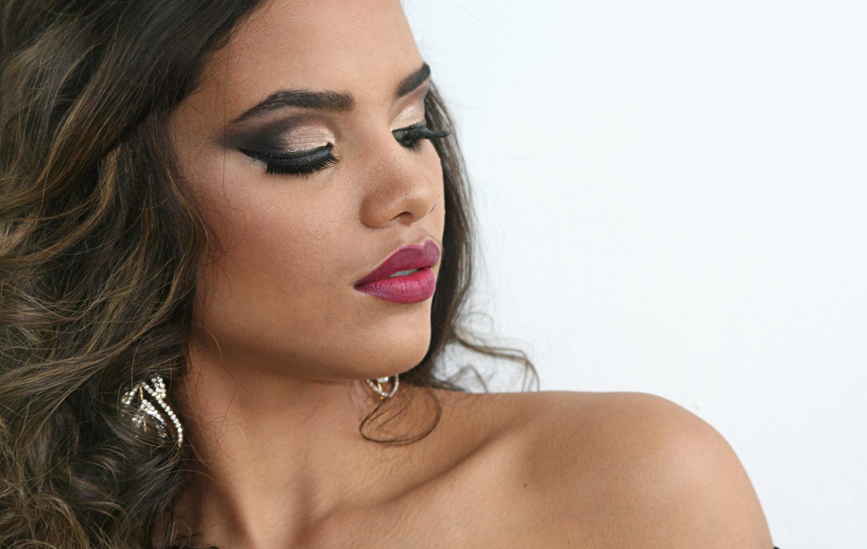 cut crease gold com esfumado diagonal  maquiagem maquiador(a)