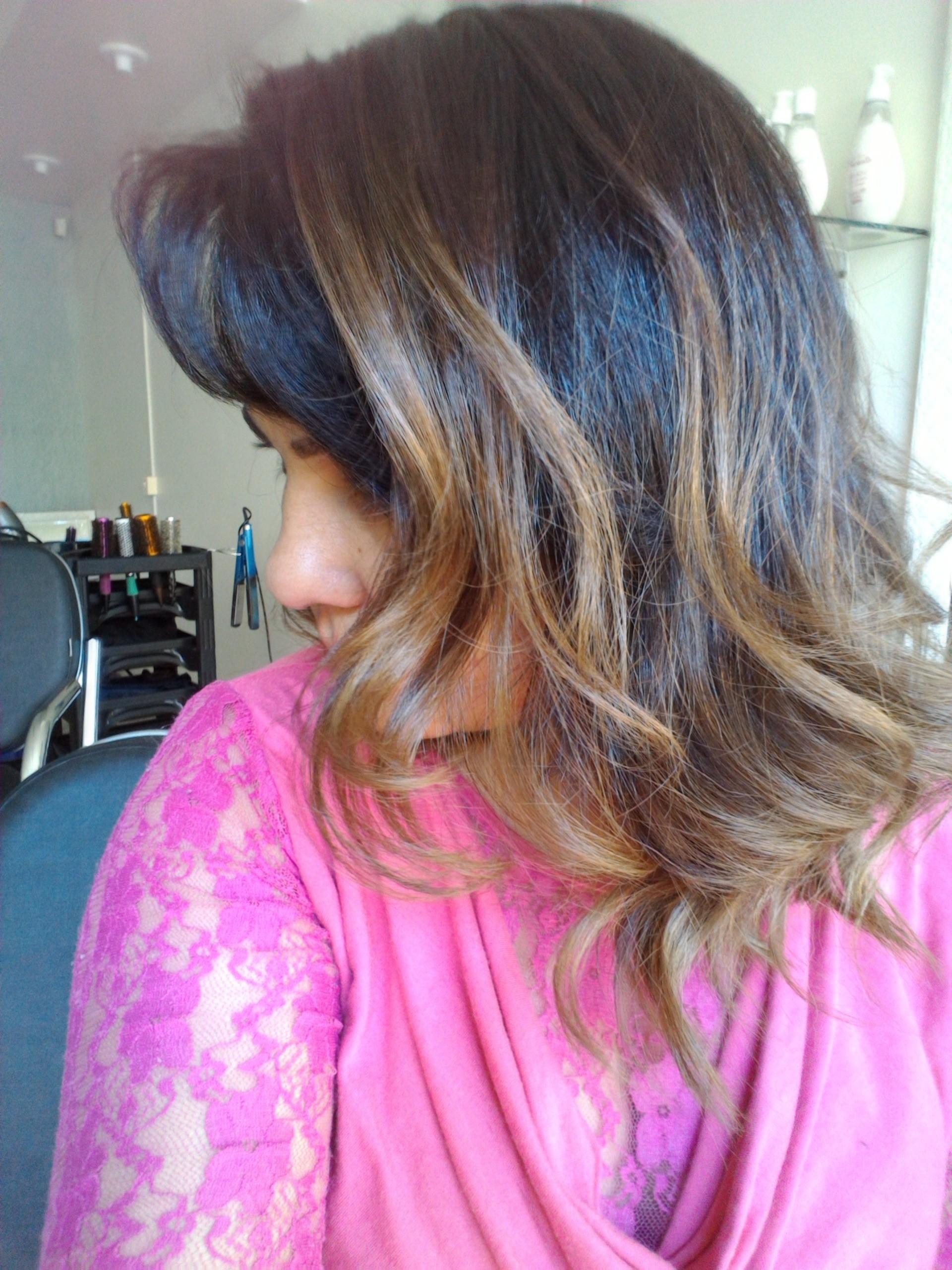 Do preto para more na iluminada ombre hair. cabelo auxiliar cabeleireiro(a) escovista recepcionista