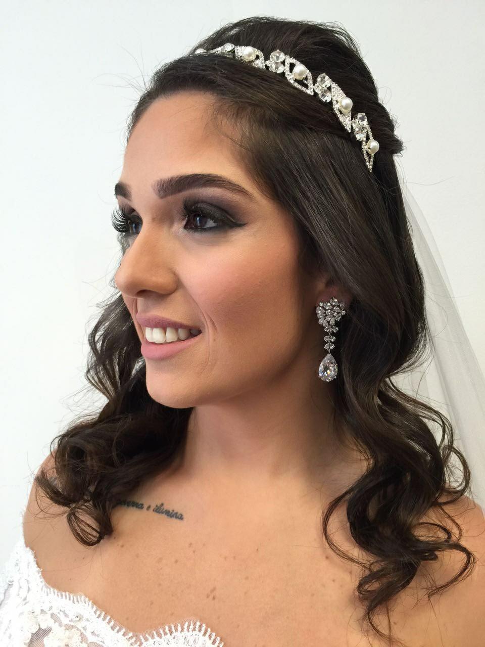 Olhos esfumados e delineados para essa linda noiva. #noivasreias maquiagem maquiador(a) designer de sobrancelhas