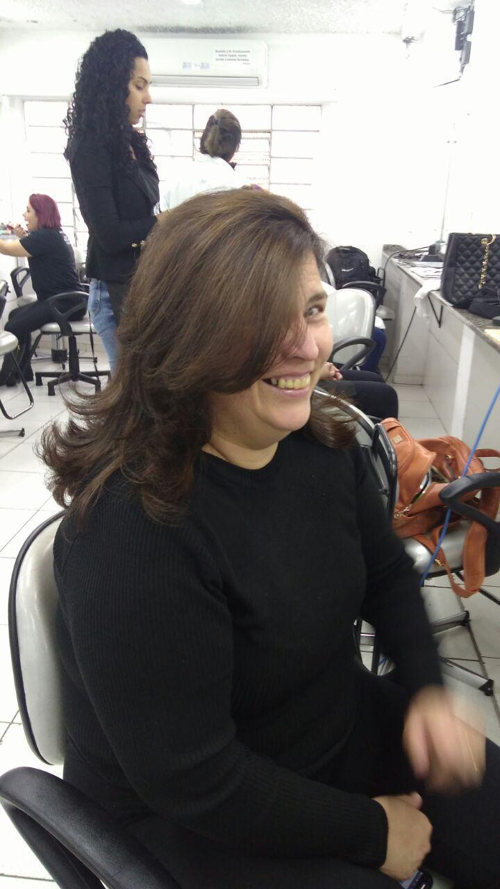 cabelo estudante (cabeleireiro) estudante (maquiador)