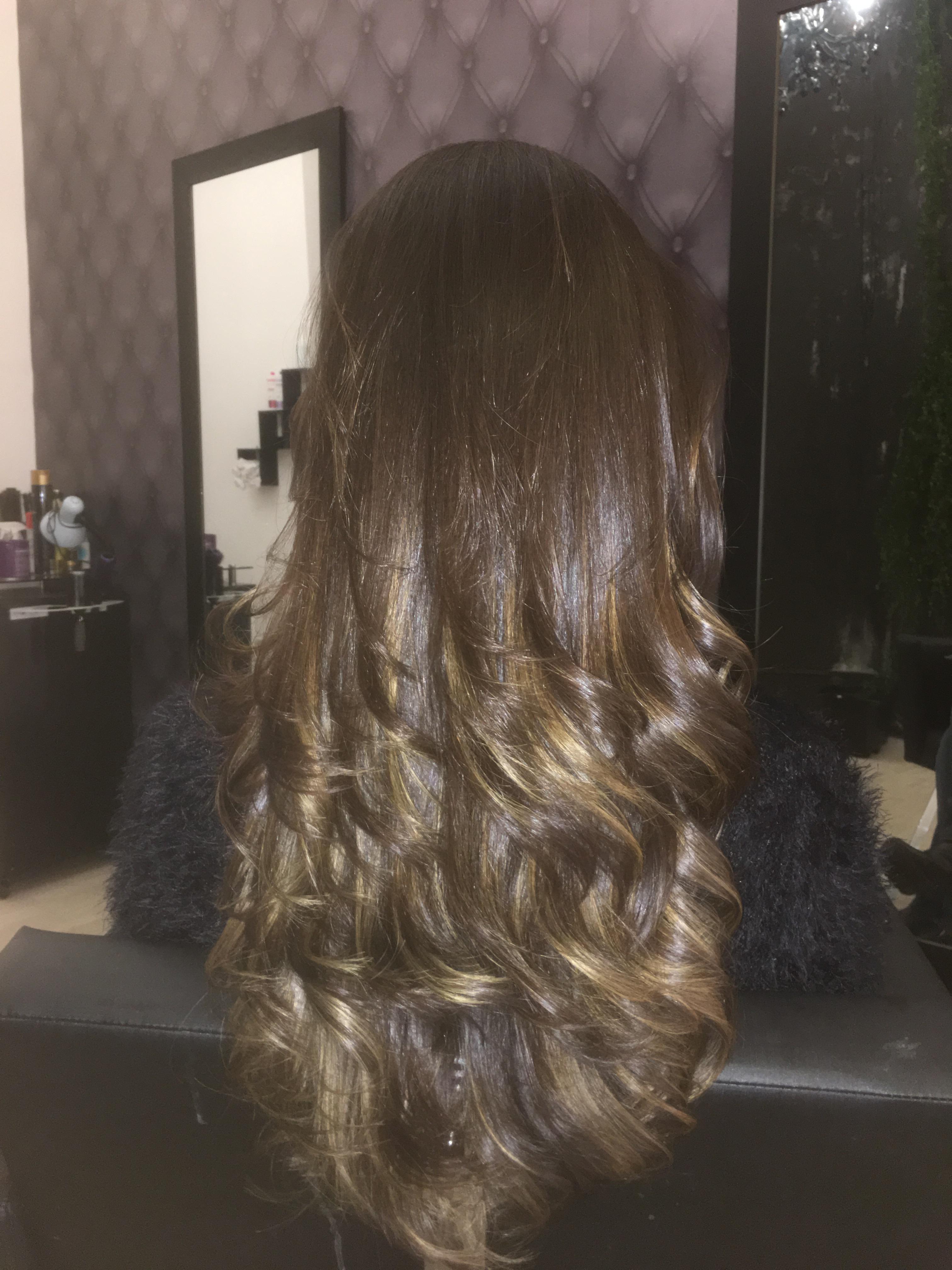 Corte com escova cabelo cabeleireiro(a) auxiliar cabeleireiro(a)