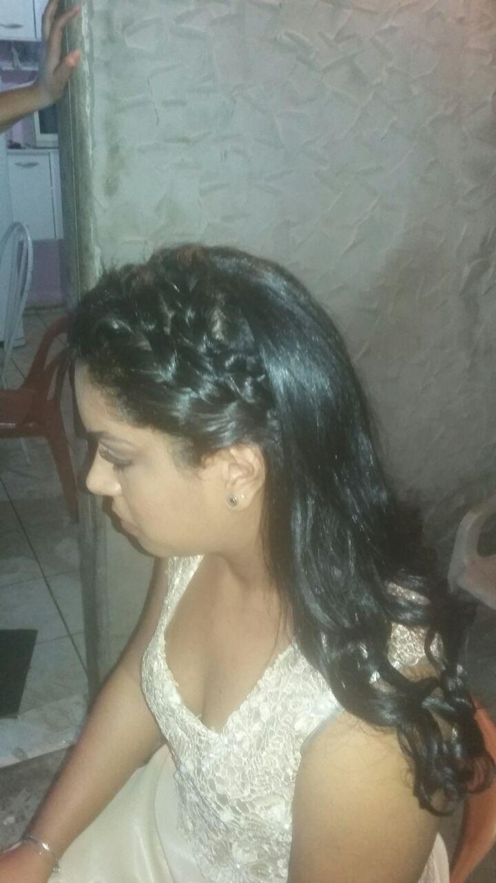 Esse é minha prima fiz uma escova e finalizei com esse penteado  cabelo auxiliar cabeleireiro(a)