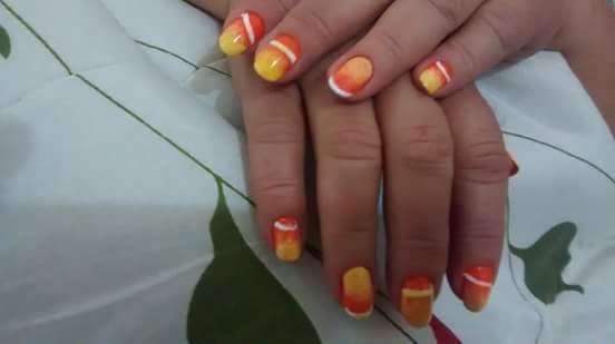 Combinação de cores, assim dando vida e brilho para as unhas.  estudante (manicure)