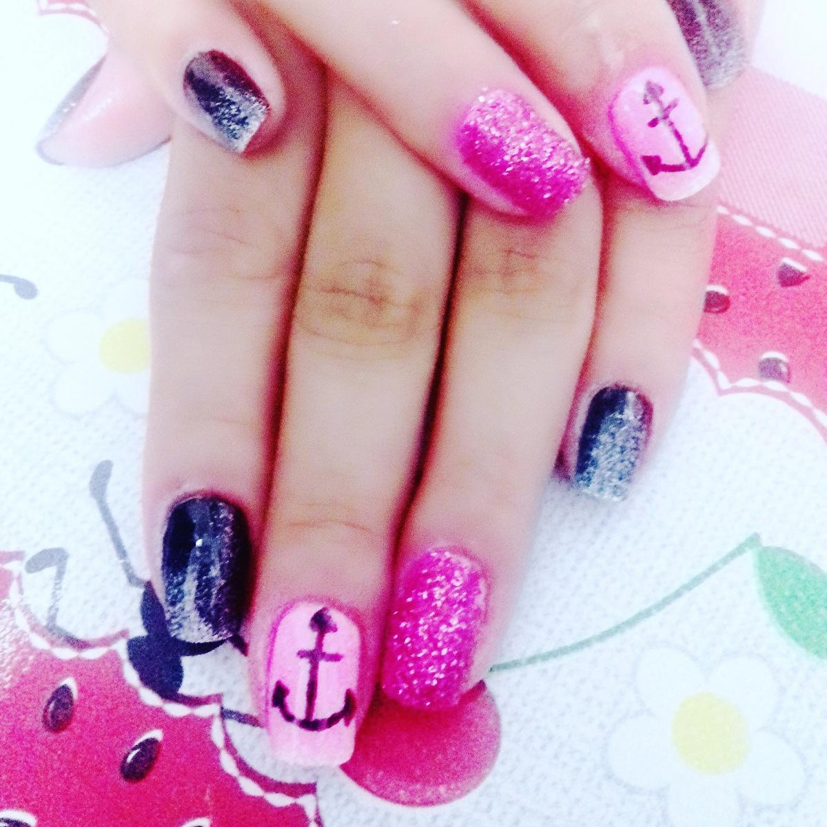 Mistura de cores, com linda decoração de âncora.   unha estudante (manicure)