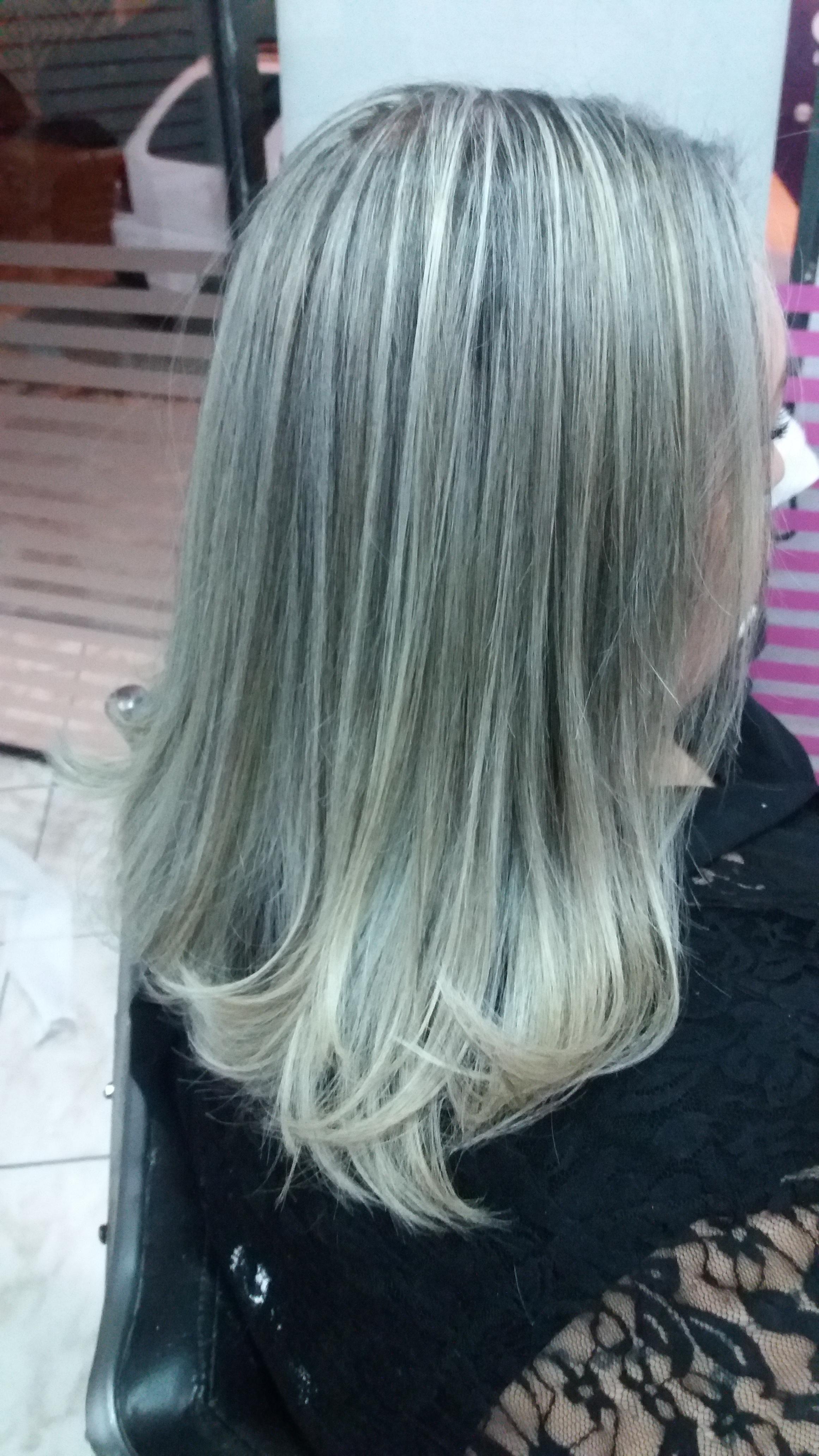 Feito escova e rescontrução auxiliar cabeleireiro(a)