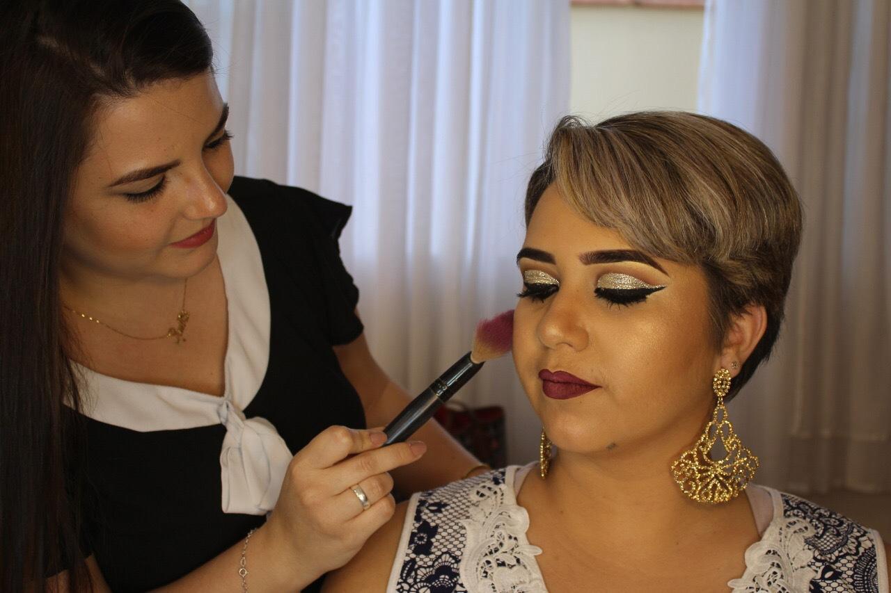 Temos serviço de maquiagem profissional #makeup #maquiagemprofisdional #make maquiagem designer de sobrancelhas esteticista depilador(a) micropigmentador(a)